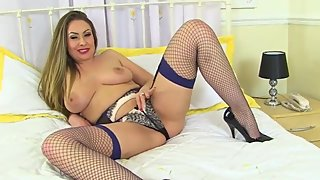 English milf Sophia Delane shares her heavenly body with us