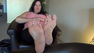 fat bitch with sexy feet