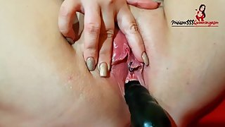 Mature milf Masturbates and cums violently