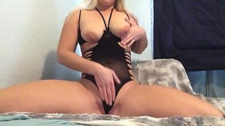 Blonde Mom Masturbation