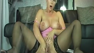 Step Mom Amateur Have A Wet Pussy On Webcam