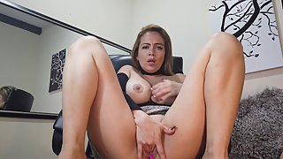 Sexy Rachel Play in the Office whit Ur Fingers and Vibrator PART 1