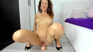 HOT MILF DESTRYS HER ASS WITH BIG DILDO