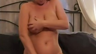 Horny MILF Squirt on bed