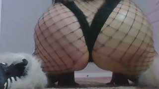 STRETCHING THIGHS, BOUNCING ASS and FLEXING IN HEELS before WEBCAM SHOW