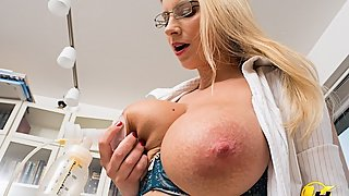 Lactate Milking in work office Katerina Hartlova use pump milk
