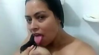 "chaturbate's ""Julietharose"" amateur shower video"